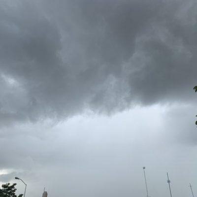 Zona de baja presión ya está al sur de la Península de Yucatán: se esperan lluvias todo el fin de semana