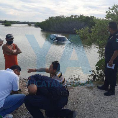 Cae a la ciénega en la carretera Mérida-Chelem