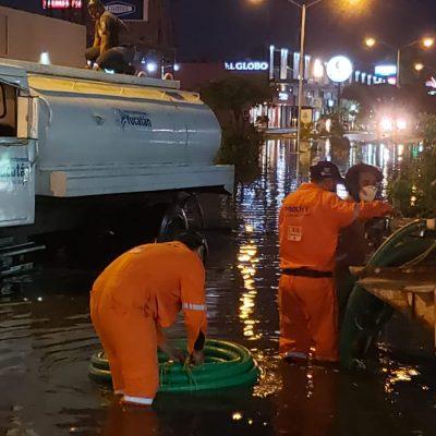 Intensas tareas de absorción y desazolve en hondonada de Las Américas, tras fuertes lluvias