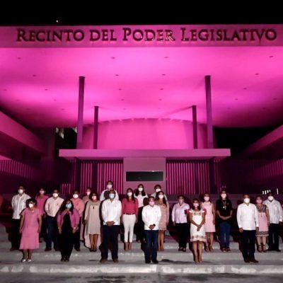 Edificio del Poder Legislativo se ilumina de rosa
