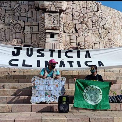Realizan Huelga Global por el Clima en el Monumento a la Patria