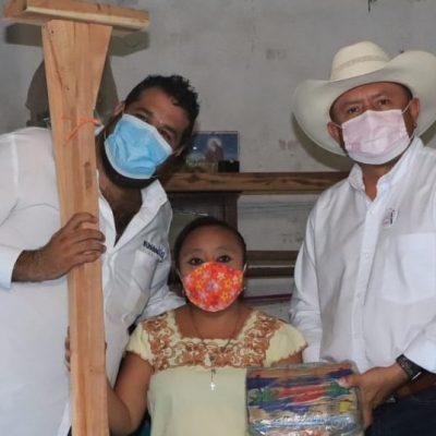 Pedro Couoh y Esteban Abraham Macari entregan apoyos en comisarías de Tizimín