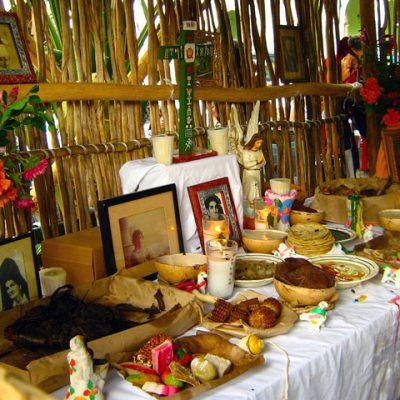 Aún en veremos la Muestra de Altares de Janal Pixán en la Plaza Grande