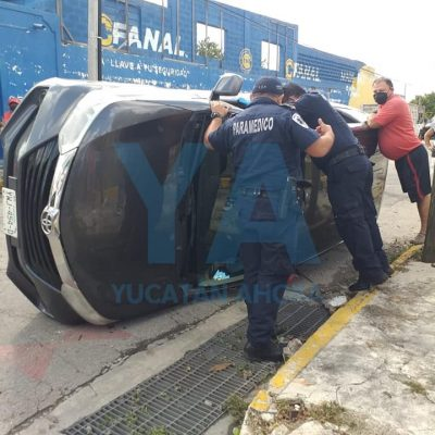 Encontronazo en la Francisco I. Madero: camioneta termina volcada